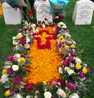 Decorated gravesite for Dia de los Muertos